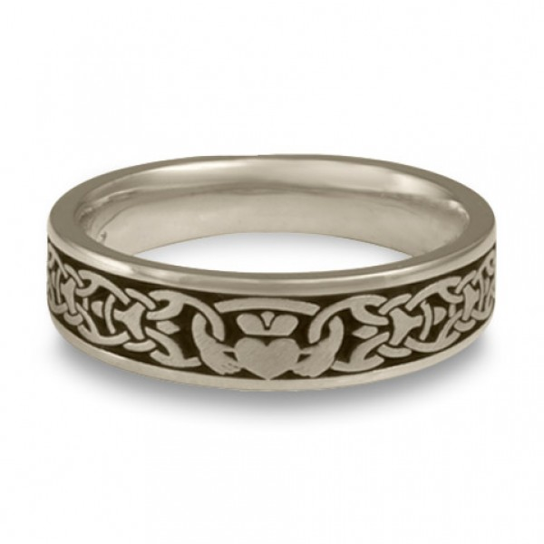 Narrow Claddagh Wedding Ring in Platinum