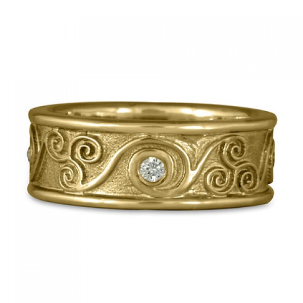 Bordered Triscali with Diamonds Ring in 14K Yellow Gold
